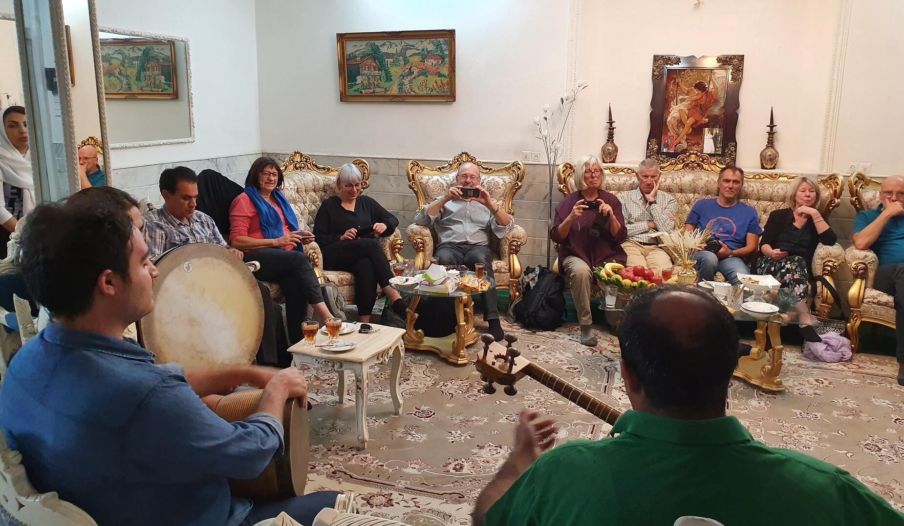 Zu Besuch bei einer iranischen Gastfamilie